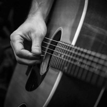 guitar-670087_1280-1024x682